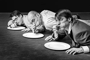 Pressefoto Die Physiker: Alexander Merola als Newton, Olaf Gottschalk als Möbius und Johannes Bauer als Einstein (v.l.n.r.) (Bild ist © Copyright by Andreas Prott)