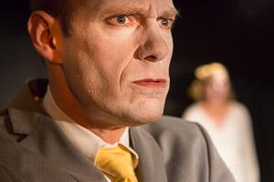 Pressefoto Biedermann und die Brandstifter: Olaf Gottschalk in der Rolle des Gottlieb Biedermann (Bild ist © Copyright by Andreas Prott)