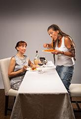 Pressefoto 'Ein ungleiches Paar': Jana Lang als Florence (l.) und Bettina Valin als Olivia (r.) (Bild ist © Copyright by Andreas Prott)